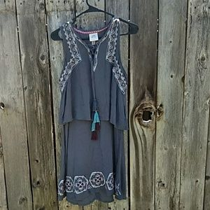 BNWOT BOHO DRESS W/ EMBROIDERY & TASSELS M